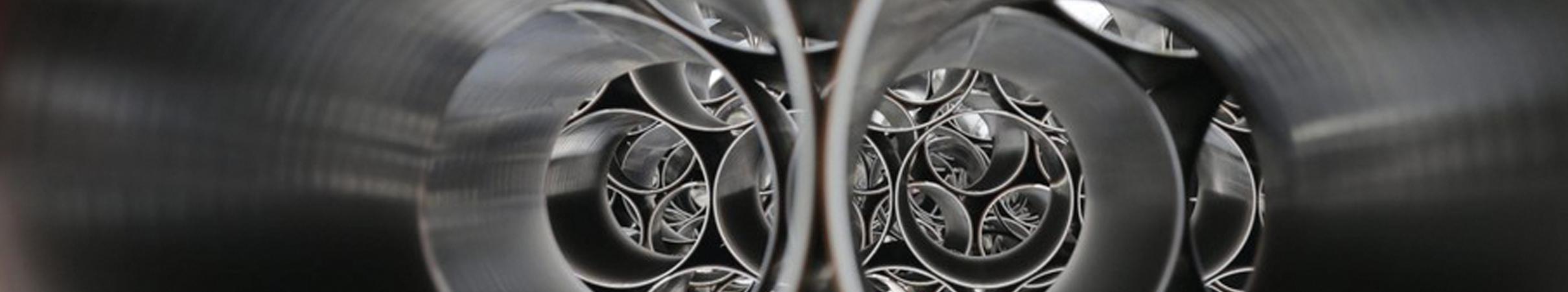 header-termocentro-tubi-acciaio-neri-lisci